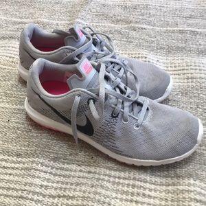 Nike 7.5 women's grey black sneaker